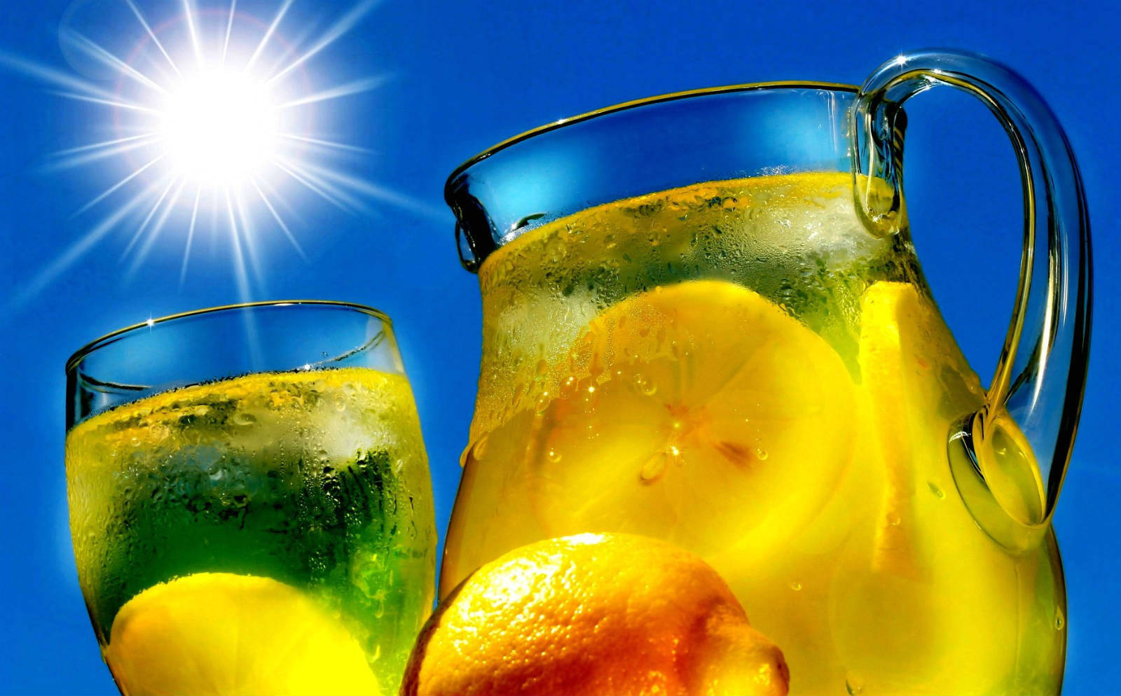 15 Ways Drinking Lemon Water Will Completely Transform Your Health Featured