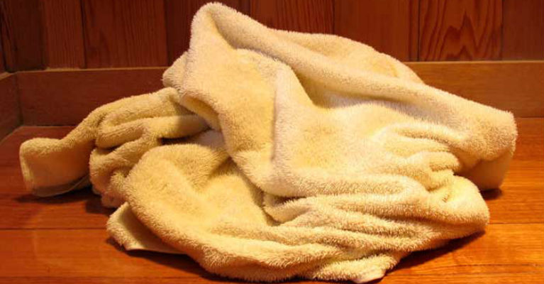 Experts Are Recommending Washing Bath Towels Regularly 1