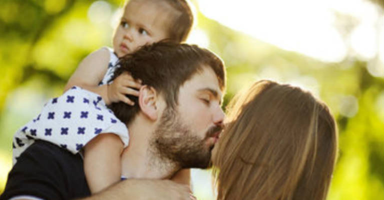 Keep Smooching! Seeing Parents' PDA Might Be Good for Kids' Health
