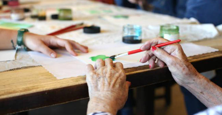 Professor Uses Spice Painting to Slow Progress of Dementia